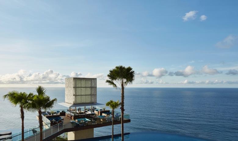 OMNIA-The-Cube-Bar-with-Infinity-Main-Pool-Credit-Martin-Westlake.jpg